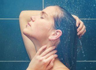 Tomar banho de água quente