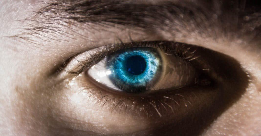 Pessoas com olhos azuis têm maior tendência a consumir álcool