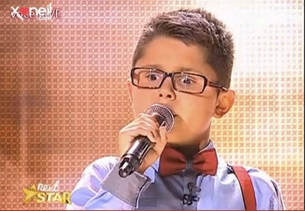 menino cego cantouFrank Sinatra