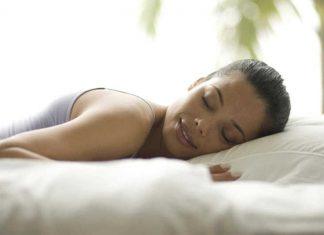 Mulheres necessitam dormir mais