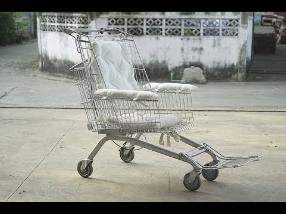 transforma carrinhos de compras em cadeiras de rodas