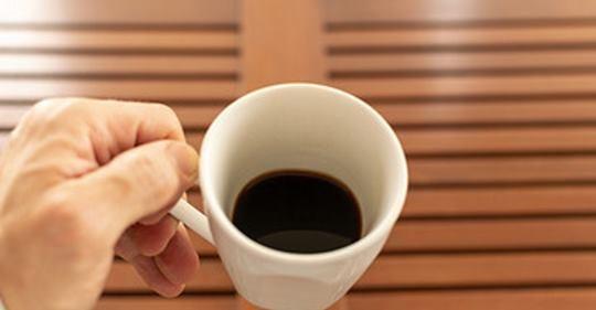inventa chávena para canhotos