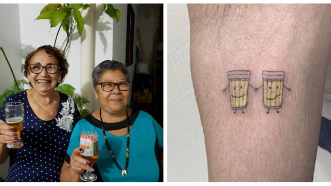 Idosas tatuam copos de cerveja