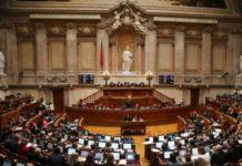 """Deputados """"ganham seis mil euros para ir a casa"""""""