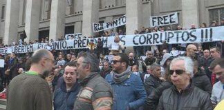Centenas manifestam-se no Porto a favor de Rui Pinto