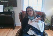 Professora cuida do irmão bebé