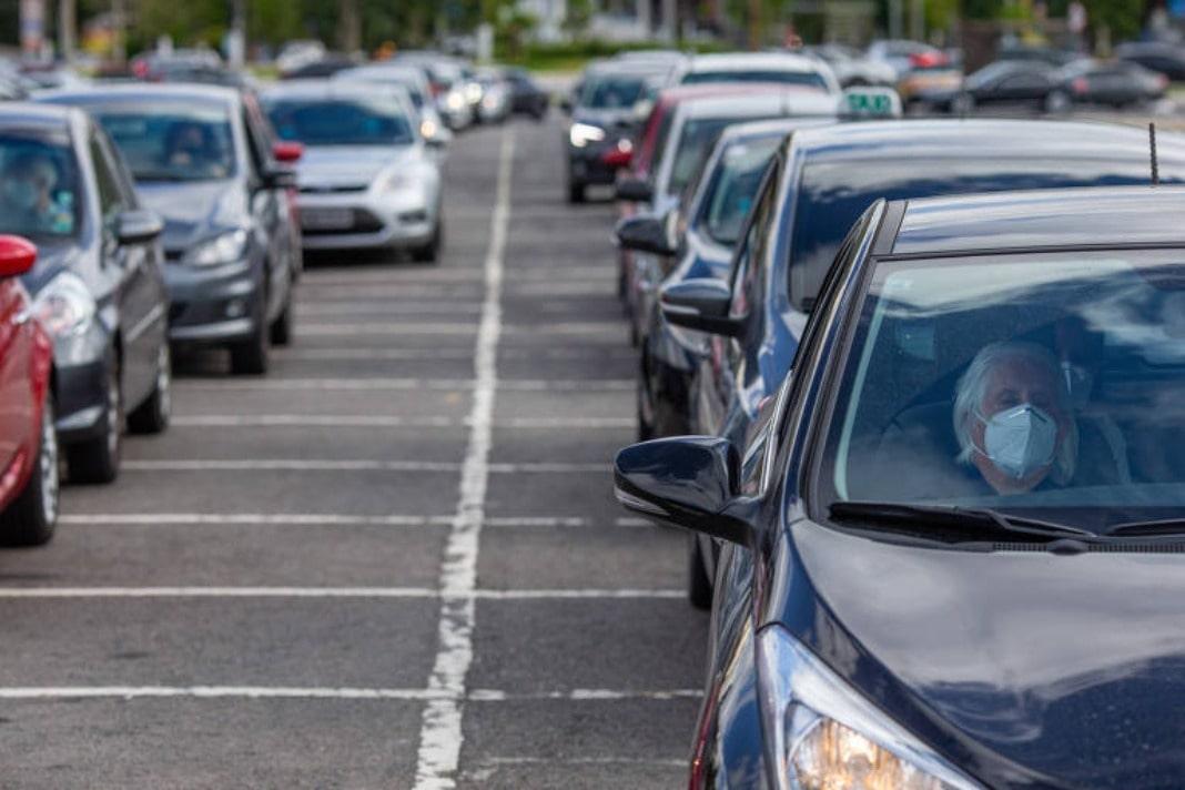 Costa quer fim carros ralenti