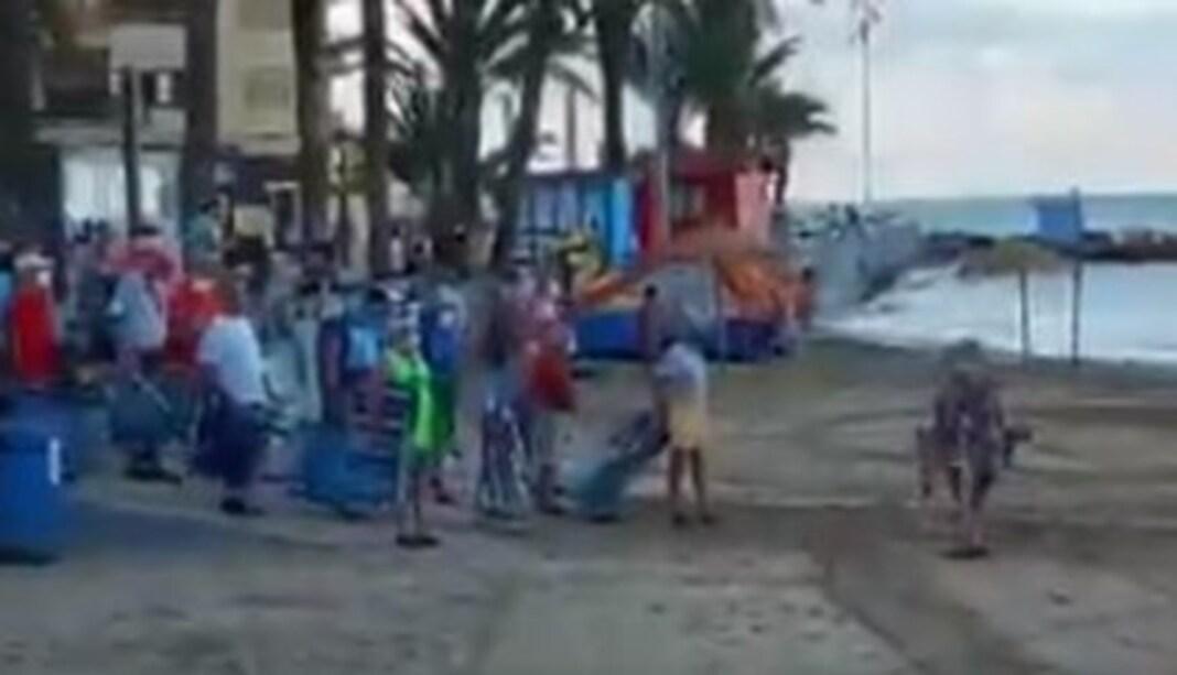 Batalha campal por lugar ao sol: banhistas esperam desde madrugada e correm por espaço na praia
